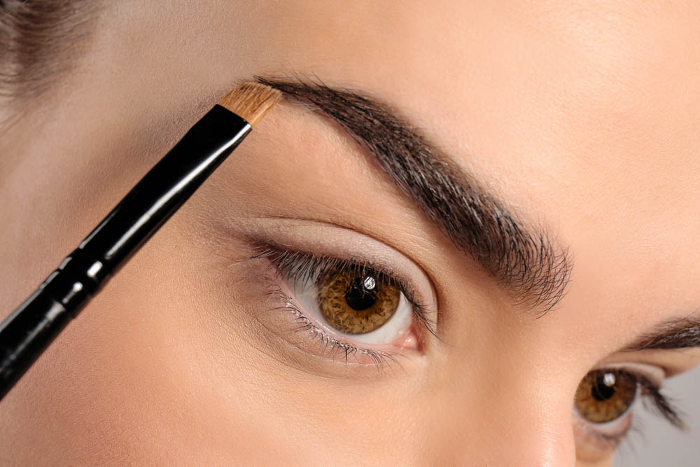 Face to Face - Eyebrow Shaping as an Art